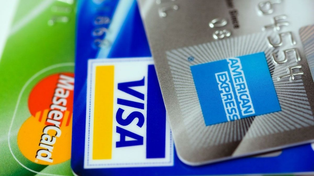 Credit vs Debit Cards… What's the Difference?